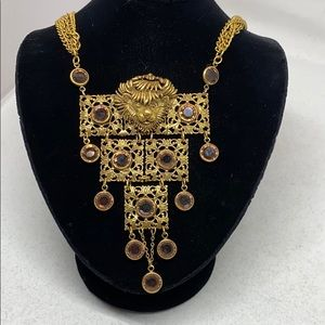 Jewelry - Beautiful, vintage winking lion necklace